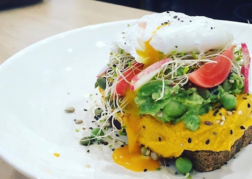 Pea & avo smash, carrot hummus & a perfect poachie stacked on Honest Goods Co. Seeded Superfood bread