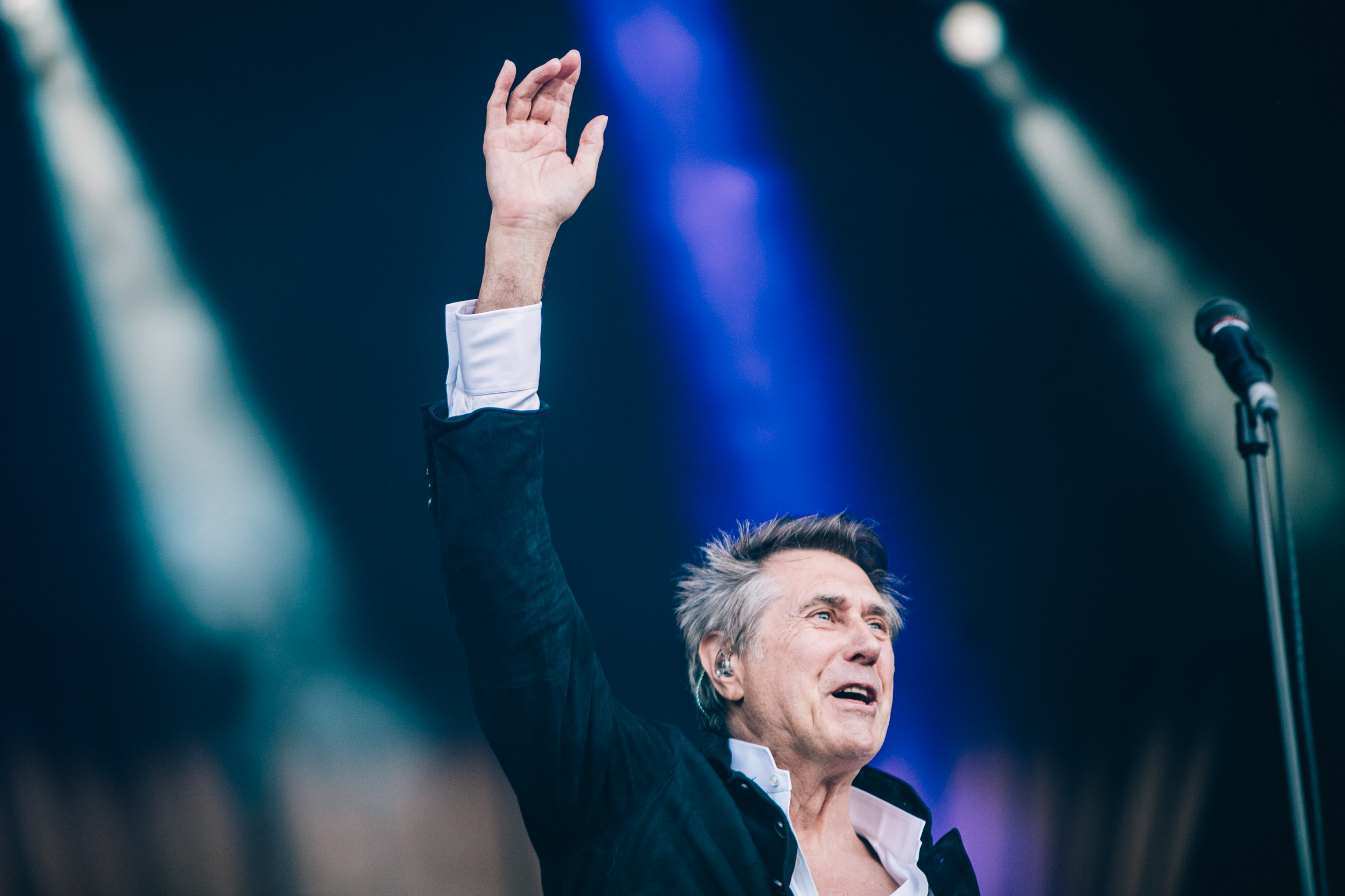 Bryan Ferry salutes an adoring crowd during his appearance on the Nos Stage, Thursday 12 July. Credit: Arlindo Camacho