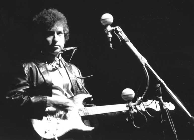 Bob-Dylan-at-Newport-portrait.jpg