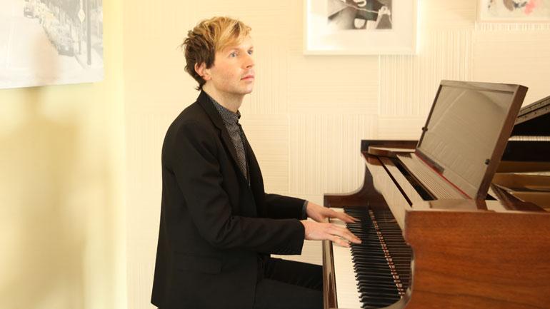 Beck-at-piano-by-Piper-Ferguson-770.jpg