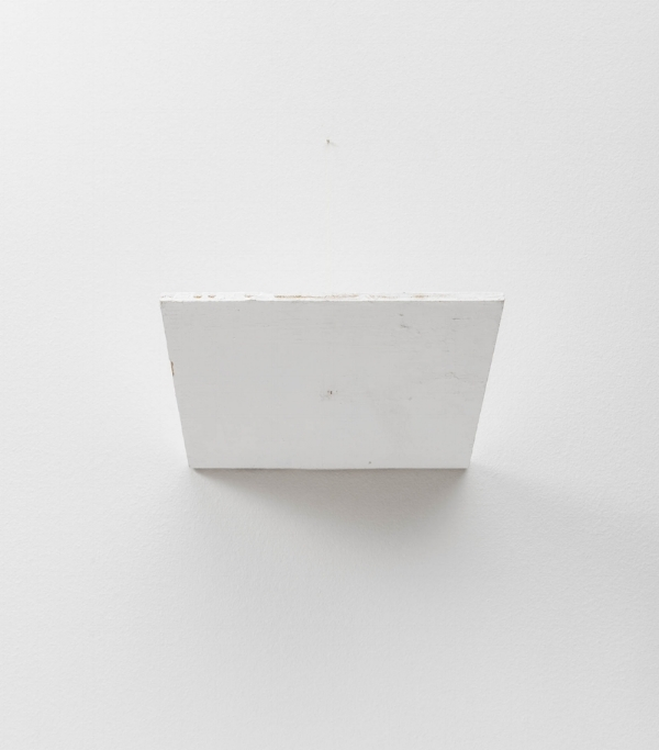 Fernanda Gomes   Sem título, 2015  tinta latex s/ madeira, fio de linho e prego, 30 x 30 cm   Untitled, 2015   latex ink on wood, flax yarn and nail, 11 13/16 x 11 13/16 inches