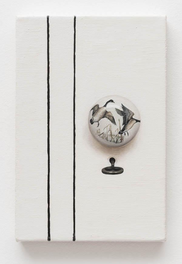 Ana Elisa Egreja   Maçaneta pássaro , 2016 óleo sobre tela, 30 x 20 cm   Bird doorknob , 2016 oil on canvas, 11 13/16 x 7 7/8 inches