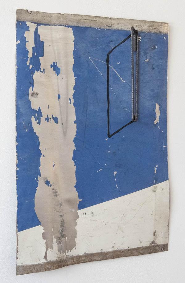 Emmanuel Nassar    Lata 9 , 2015 Pintura sobre chapa metálica e vergalhão, 54 x 35 cm   Lata 9 , 2015 Painting on sheet metal and rebar, 21 1/4 x 13 3/4 inches