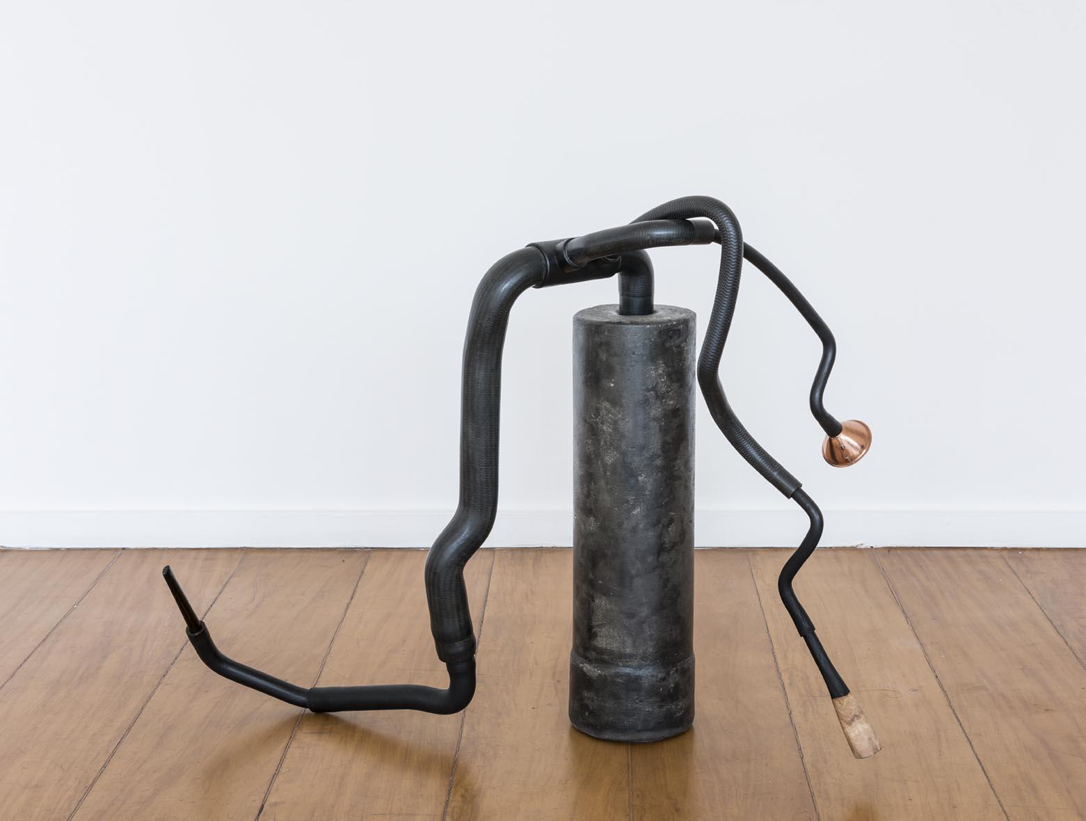 Claudio Cretti  Sem título    Untitled,  2017 Cimento, madeira, borracha, tinta óleo e piteira   Cement, wood, rubber, oil paint and cigarette holder, 66 x 86 x 40 cm