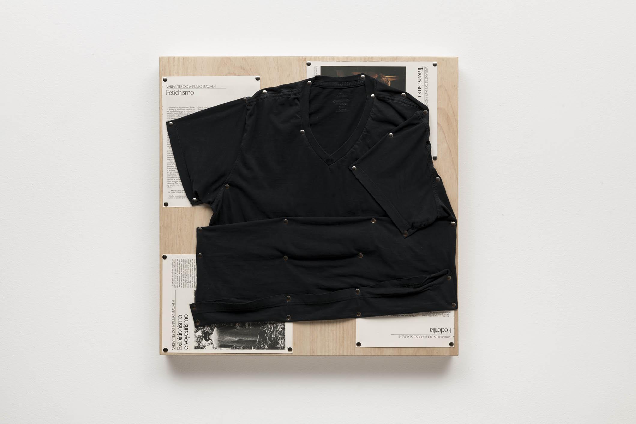 Spatial Constraints #5, 2019   camiseta, páginas de livro e pinos de aço sobre madeira |  plywood, t-shirts, book pages, steel pushpins   61 x 61 x 5 cm | 24 x 24 x 2 in