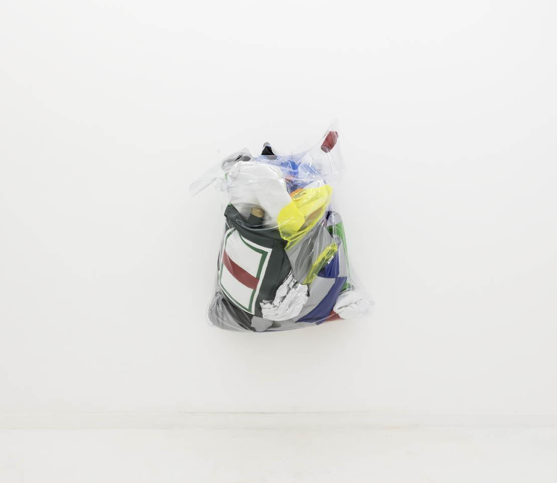 Reciclagem mole |  Soft Recycling,  2019  couro sintético e enchimento de poliéster |  Pleather and polyester fill   91.5 x 78.5 x 45.5 cm |  36 x 31 x 18 inches