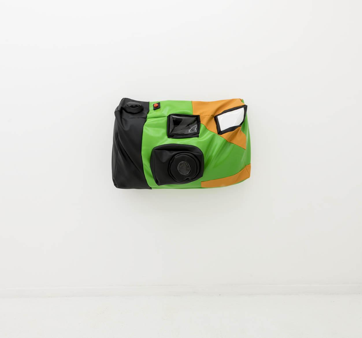 Câmera descartável mole |  Soft Disposable Camera , 2019  couro sintético e enchimento de poliéster |  Pleather and polyester fill   54.5 x 106.7 x 25.5 cm |  21.5 x 42 x 10 inches
