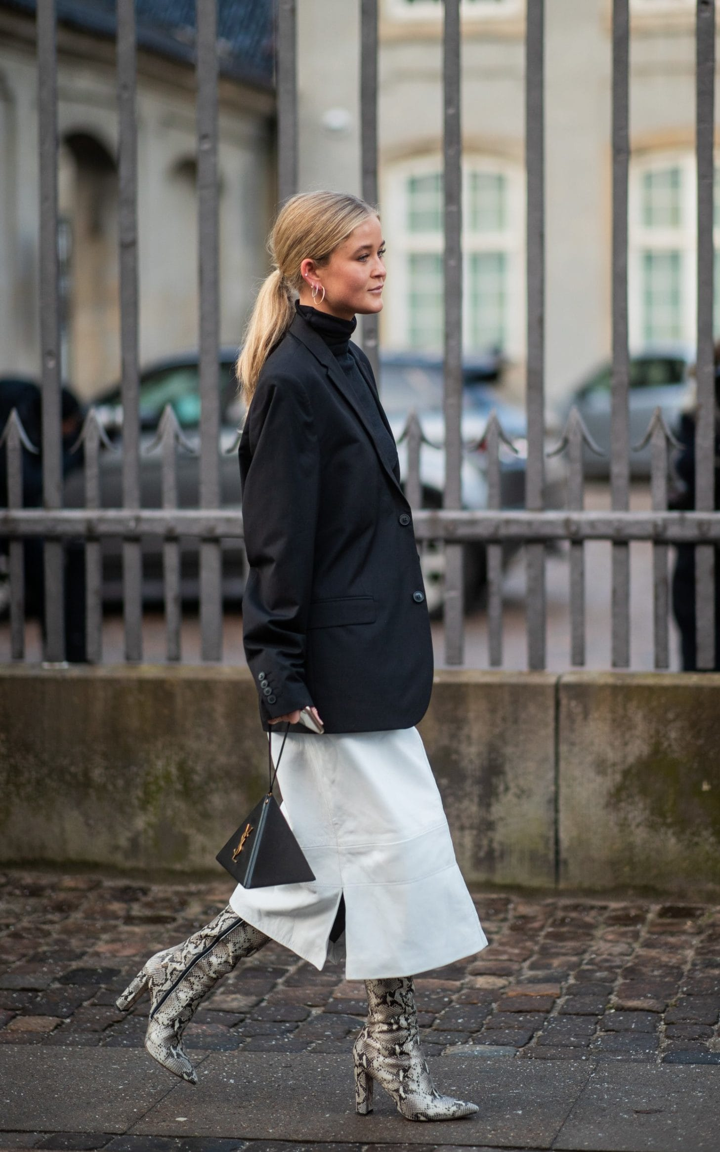 Monochome at it's best with the statement boots that add a detail to this outfit.
