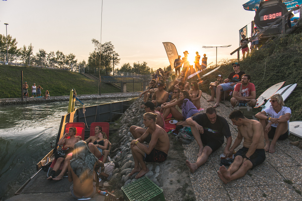 RSL_RiotRiver_2018_SunsetCrowd_©Matze_Ried__O2A1725.jpg