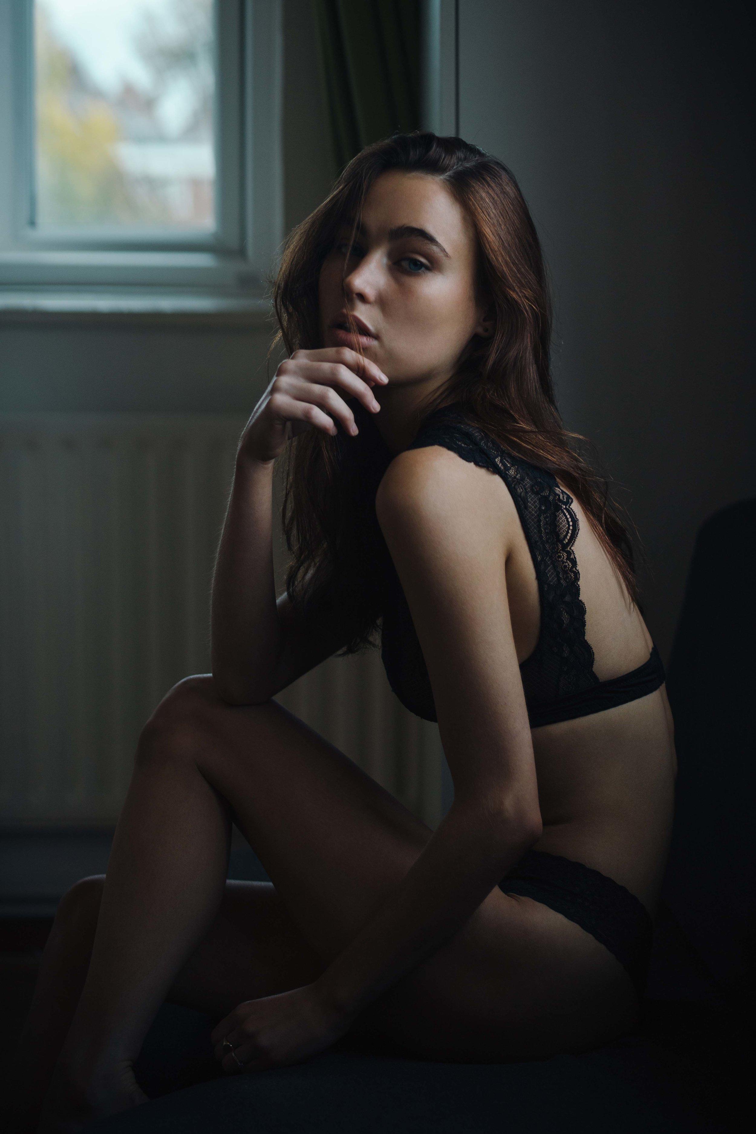 Katelyn Mogg by Gabor Lenart