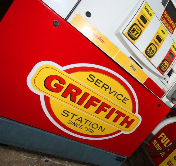 Gas & coffee at Griffith Shell