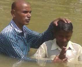 On April 15, Lamuel baptized a convert in a stream in Deogarh, India.