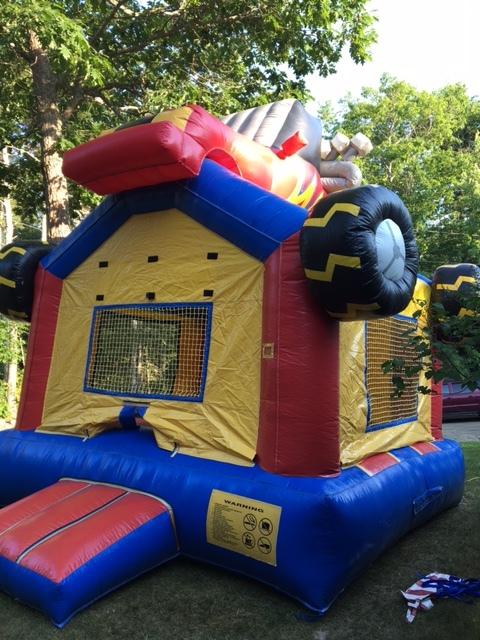 Monster TruckBounce House13x13x18135.00 -