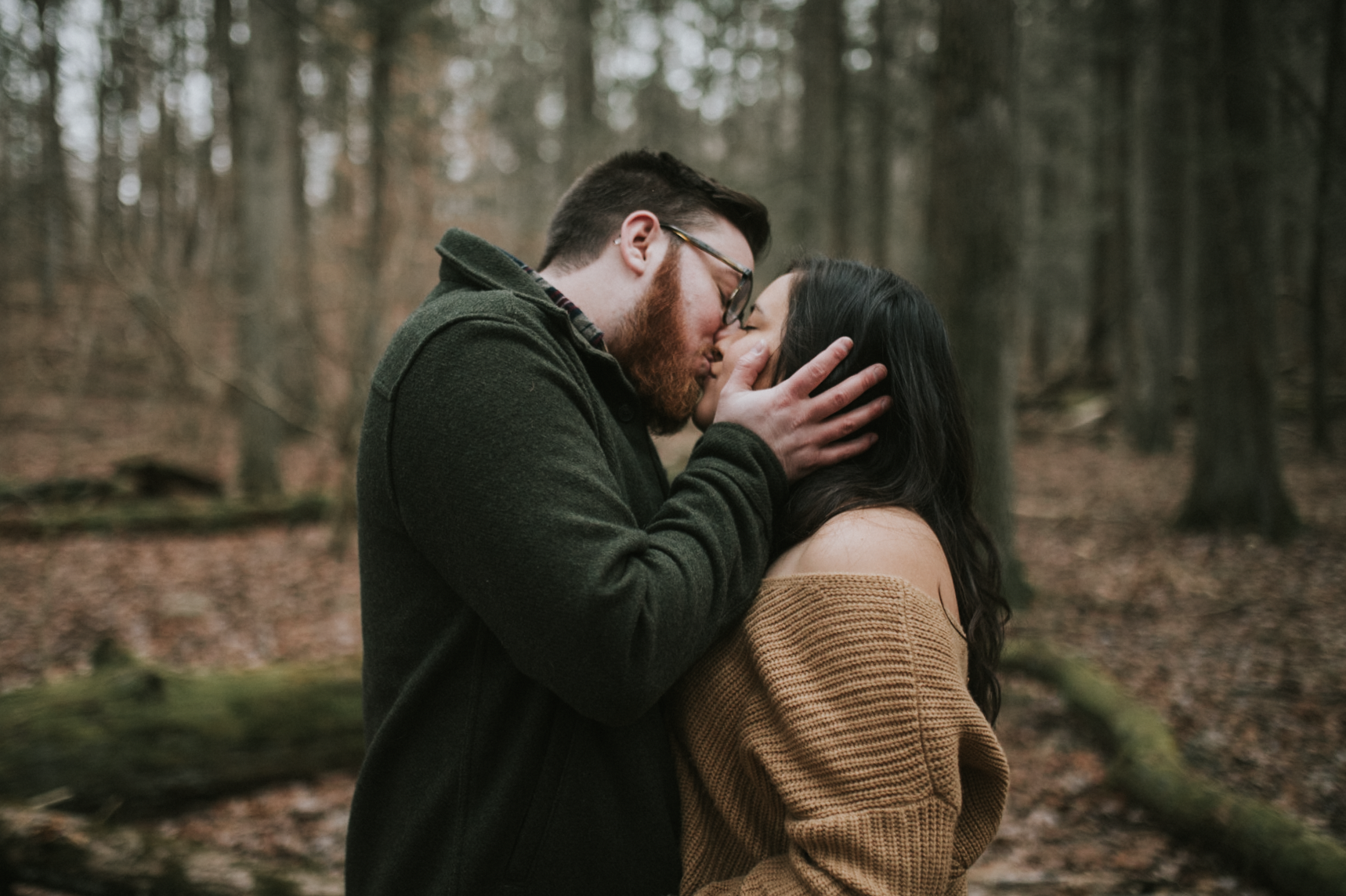 matt-natalia-winter-woods-engagement-session-pennsylvania-wedding-photographer-17