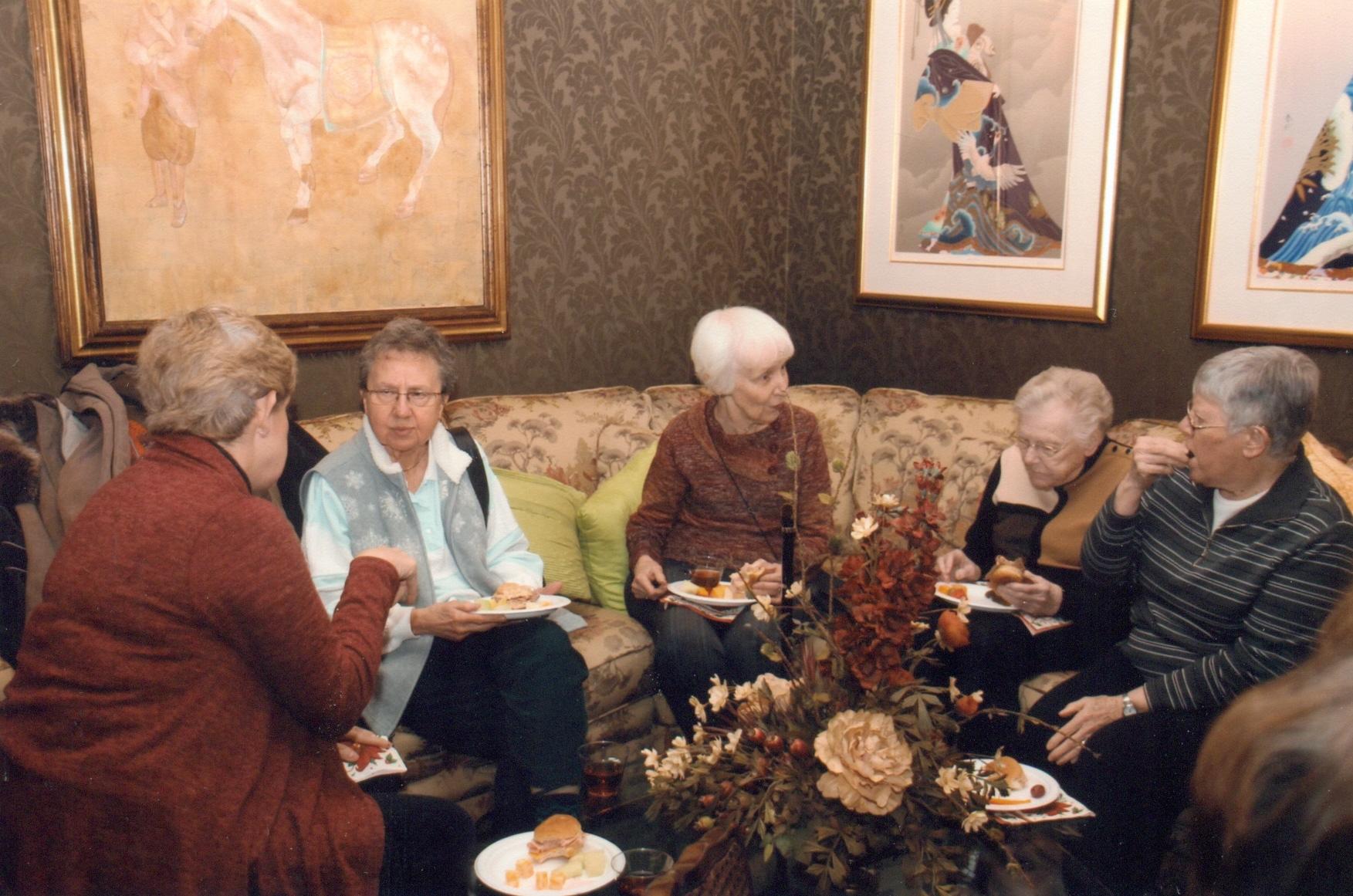 Thompson & Kuenster Funeral Home - Christmas Mass.jpg