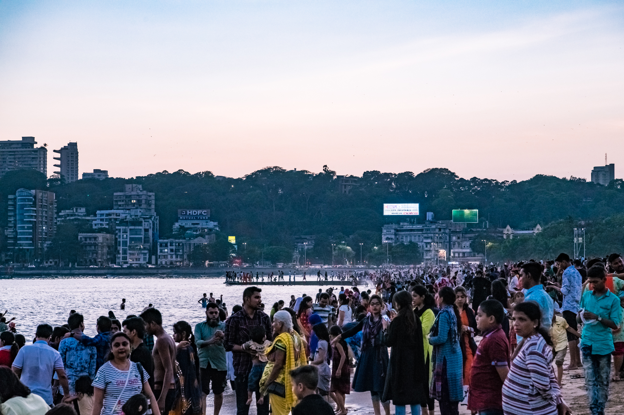 thetravelhub_india_girgoan chowpatty crowd.jpg