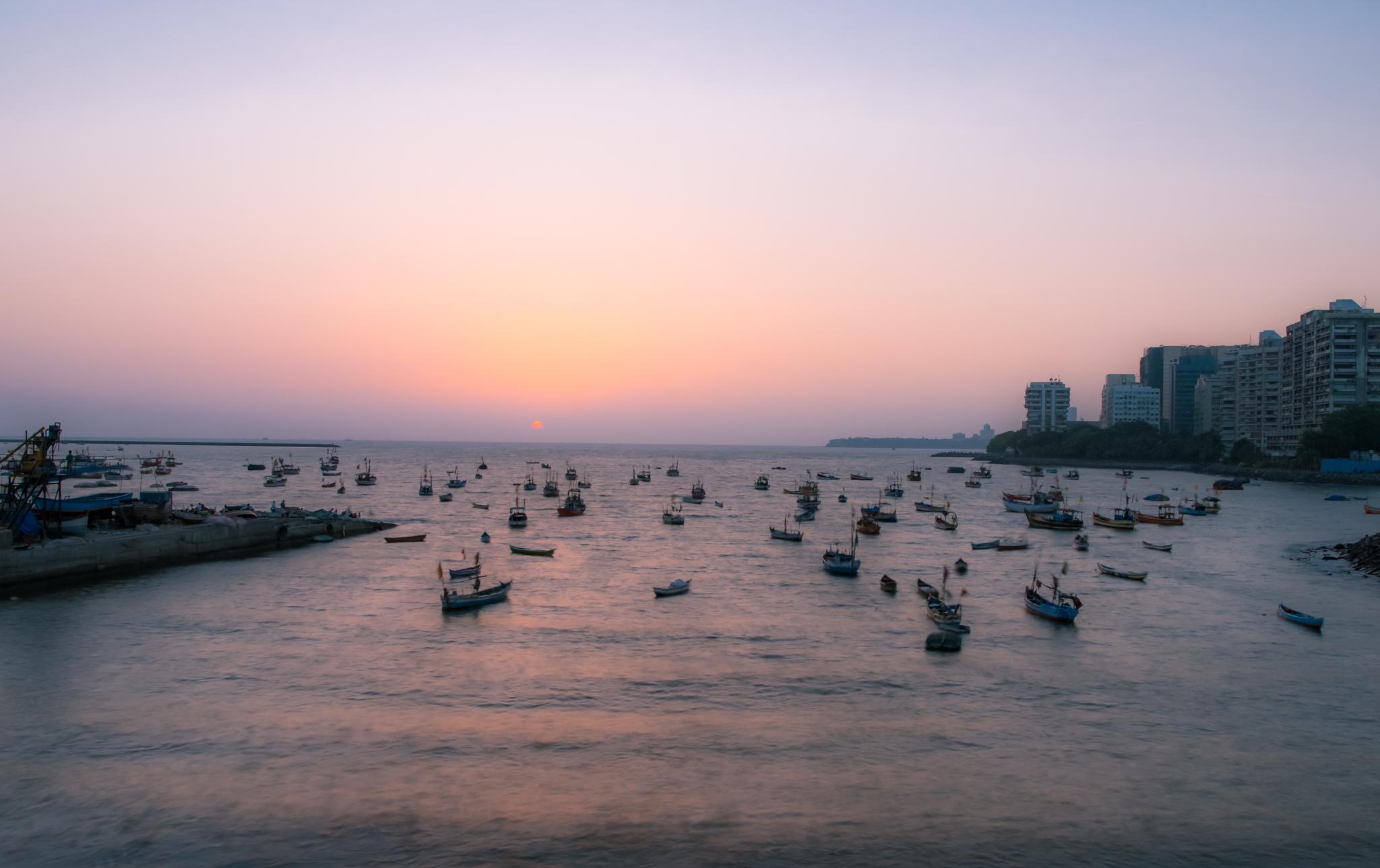 thetravelhub_india_mumbai ocean.jpg