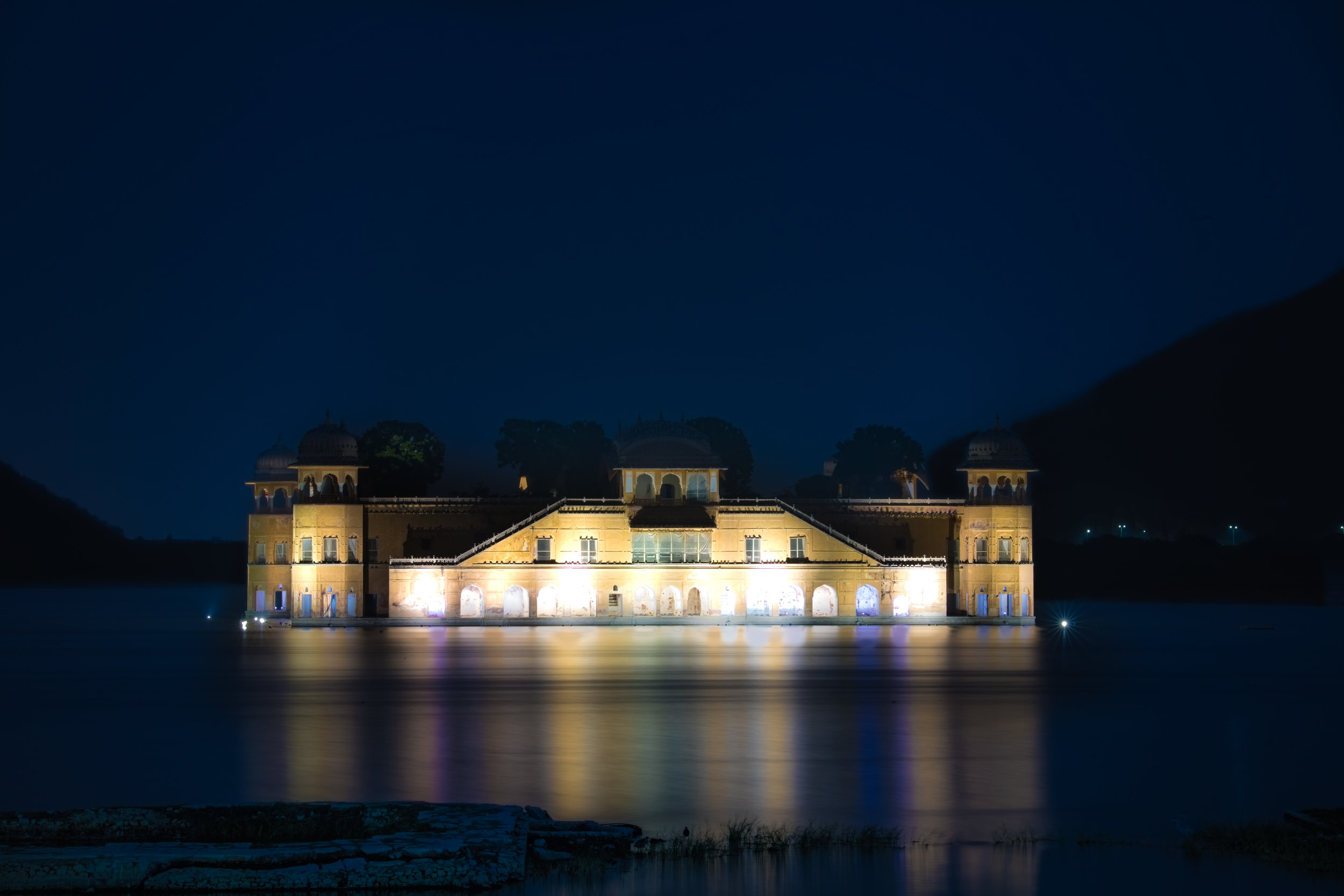 The illuminated Jawa Mahal reflecting in the lake.