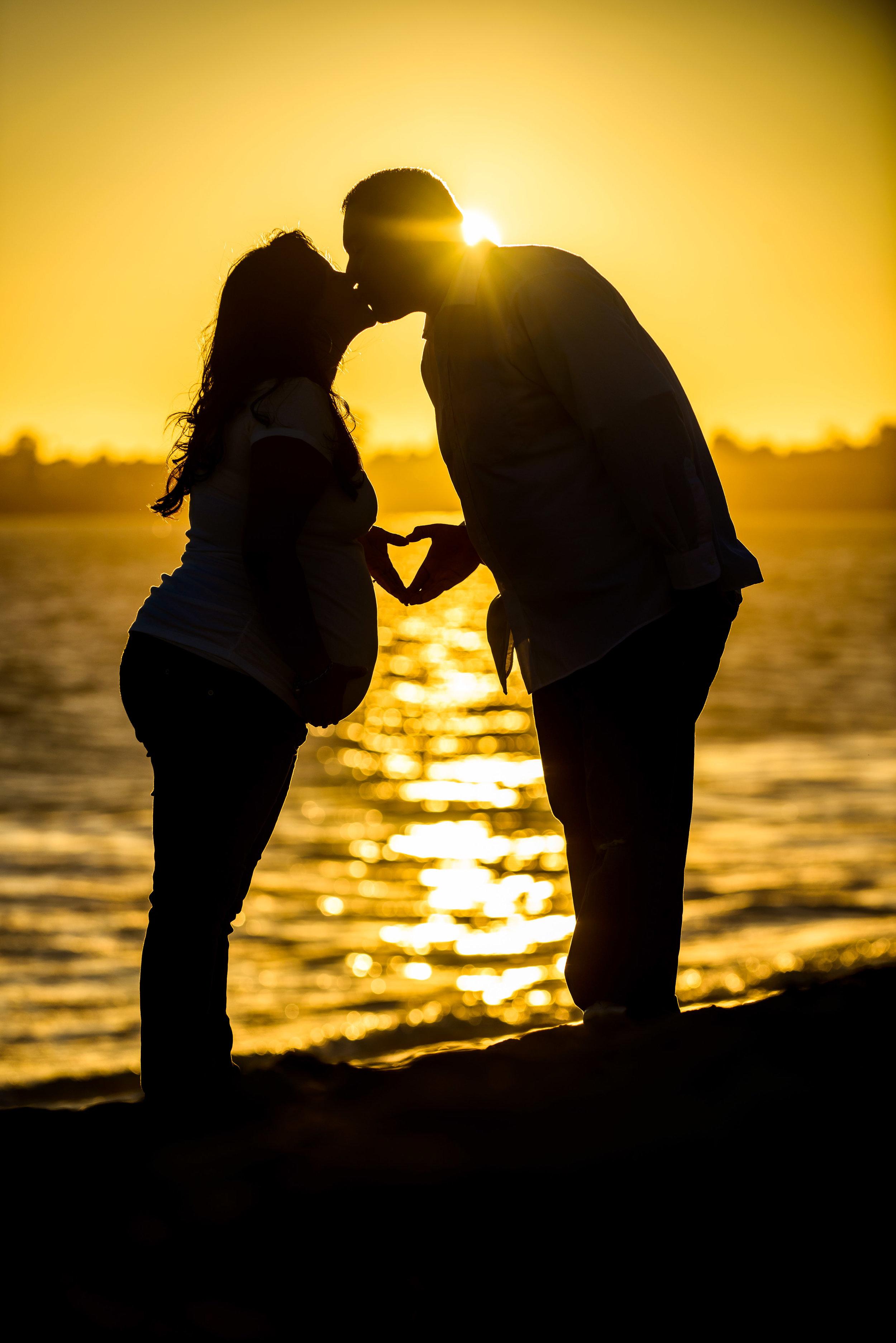 5218_d800_Veronica_and_Jerry_Seabrigght_Beach_Santa_Cruz_Maternity_Photography.jpg