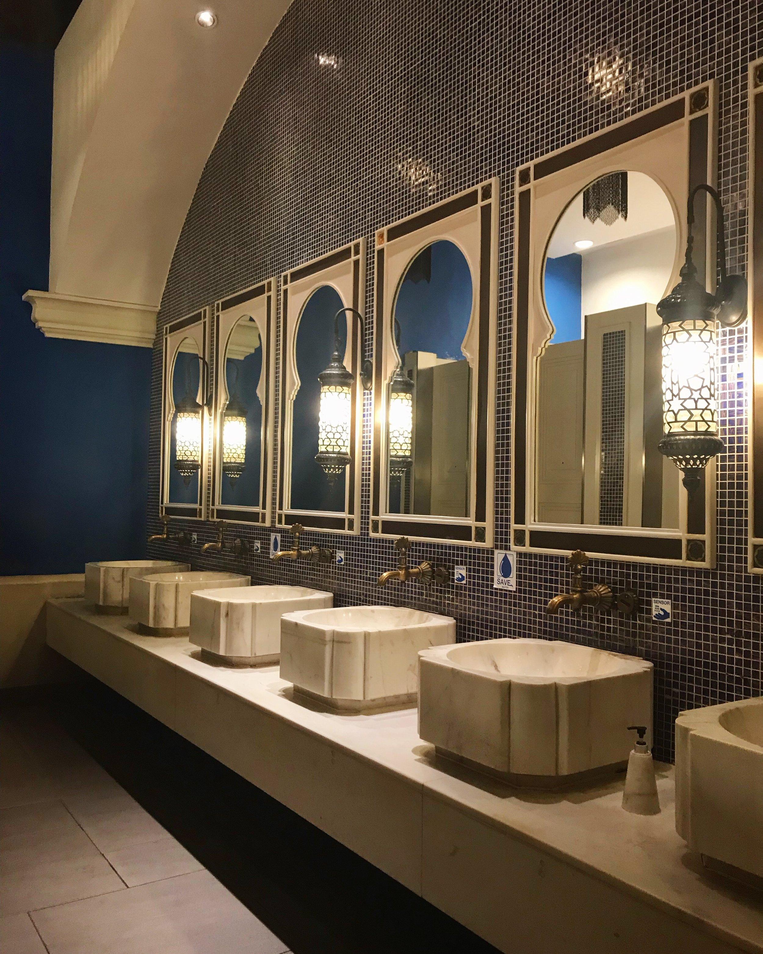 bathroom-clean-contemporary-2554517.jpg