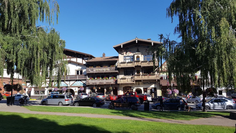 Leavenworth city center