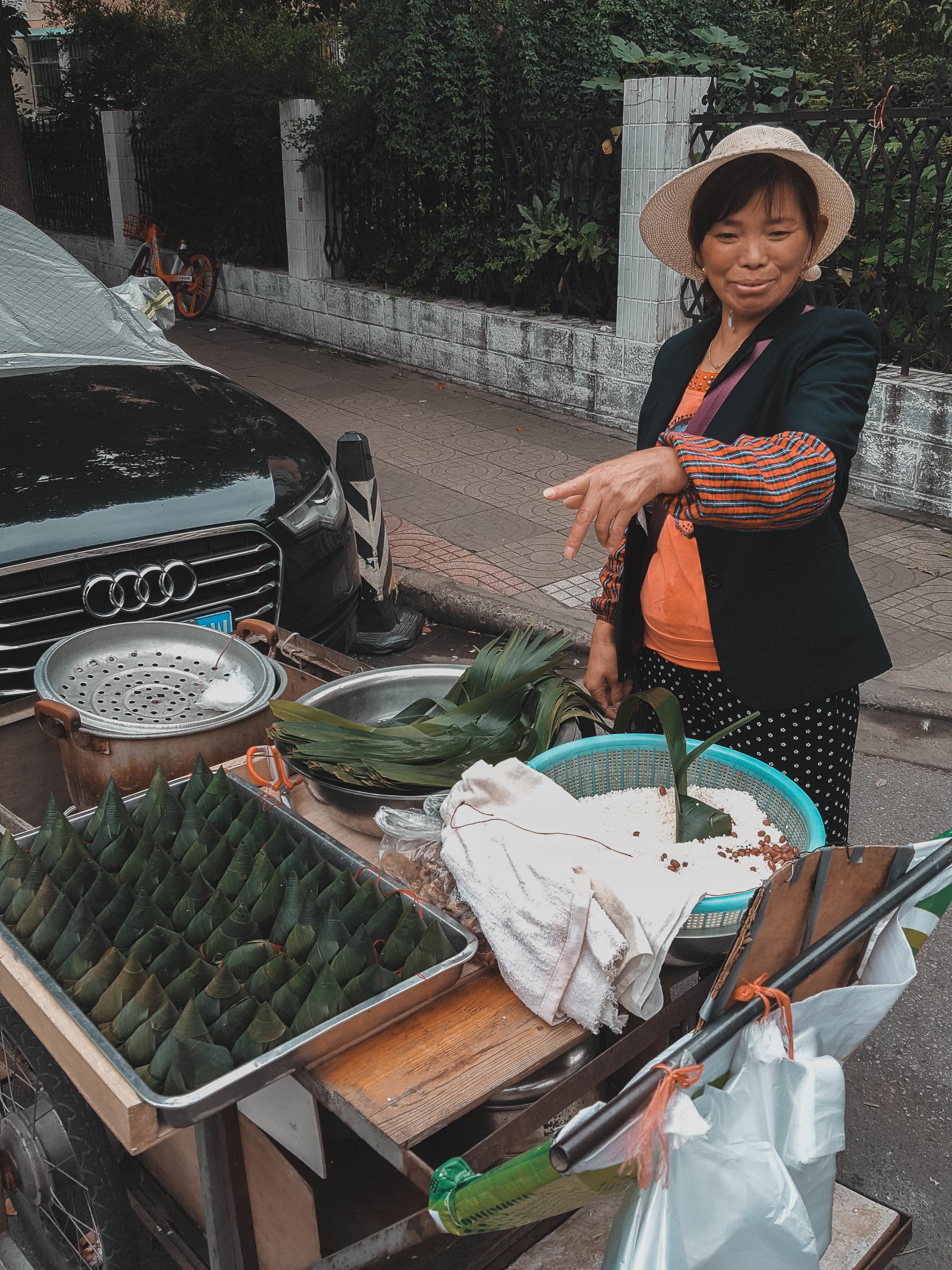 This lady sold Zhongzi in a quiet Nanjing neighborhood