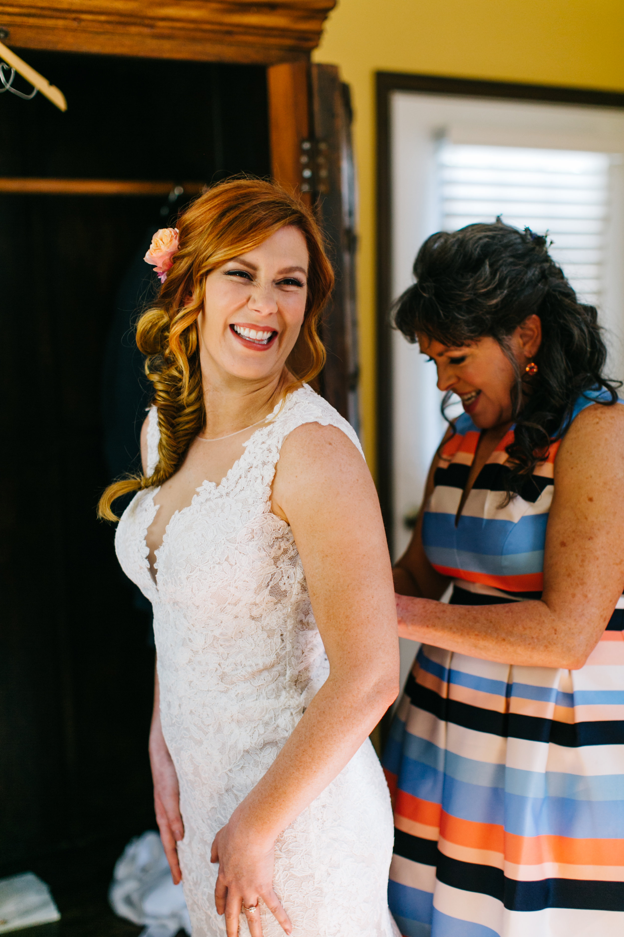 How stinkin' cute is the bride getting ready with her mom!?
