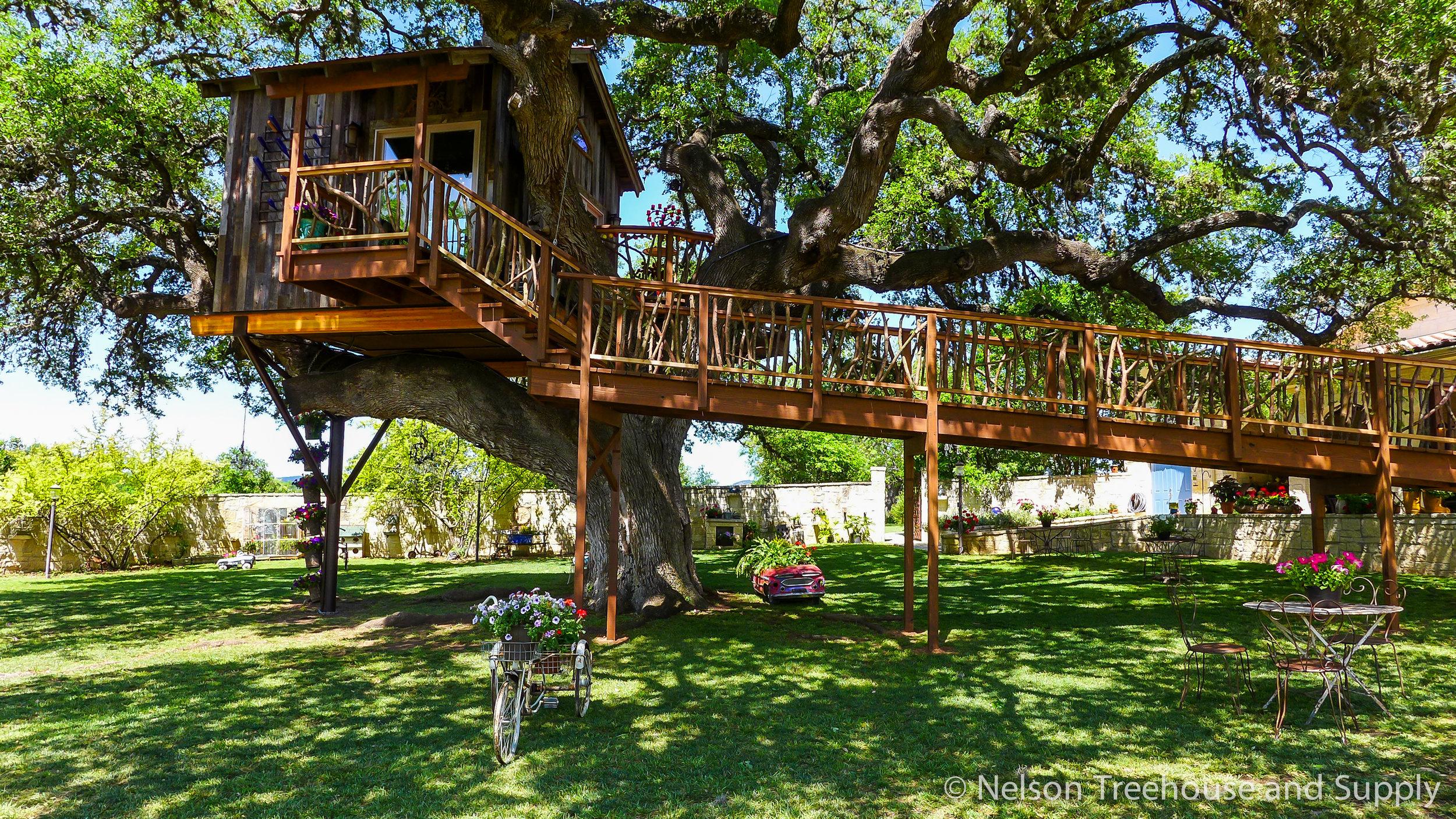 laurel-restaurant-treehouse-exterior-3
