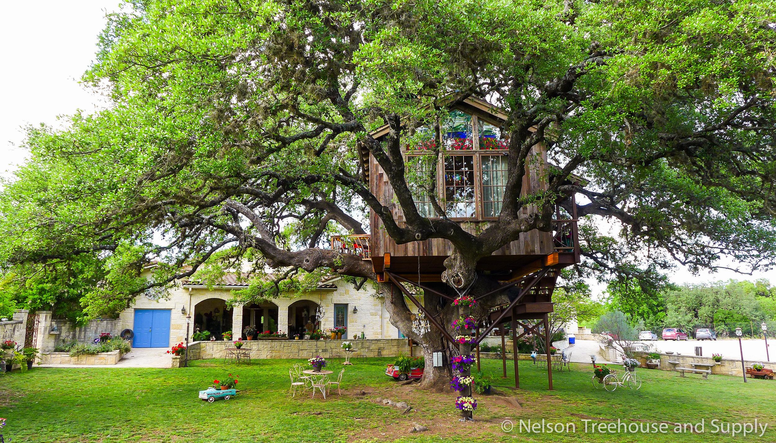 laurel-restaurant-treehouse-exterior-4