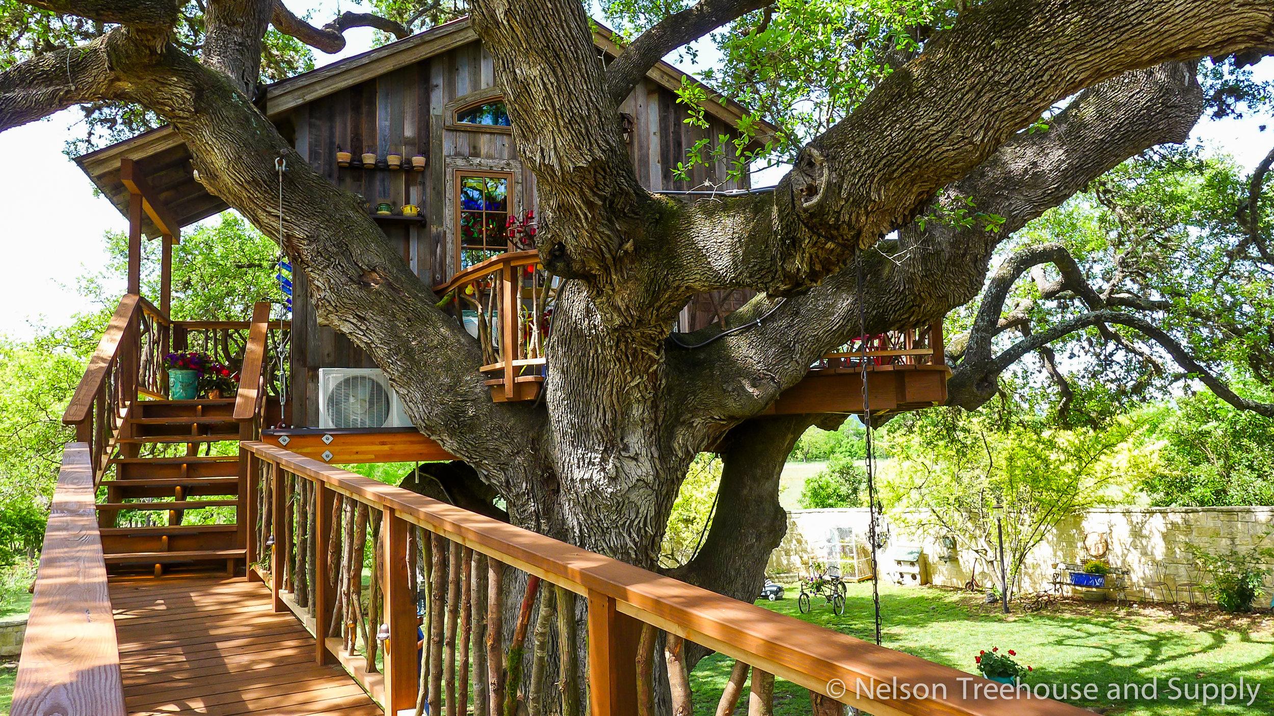 laurel-restaurant-treehouse-facade