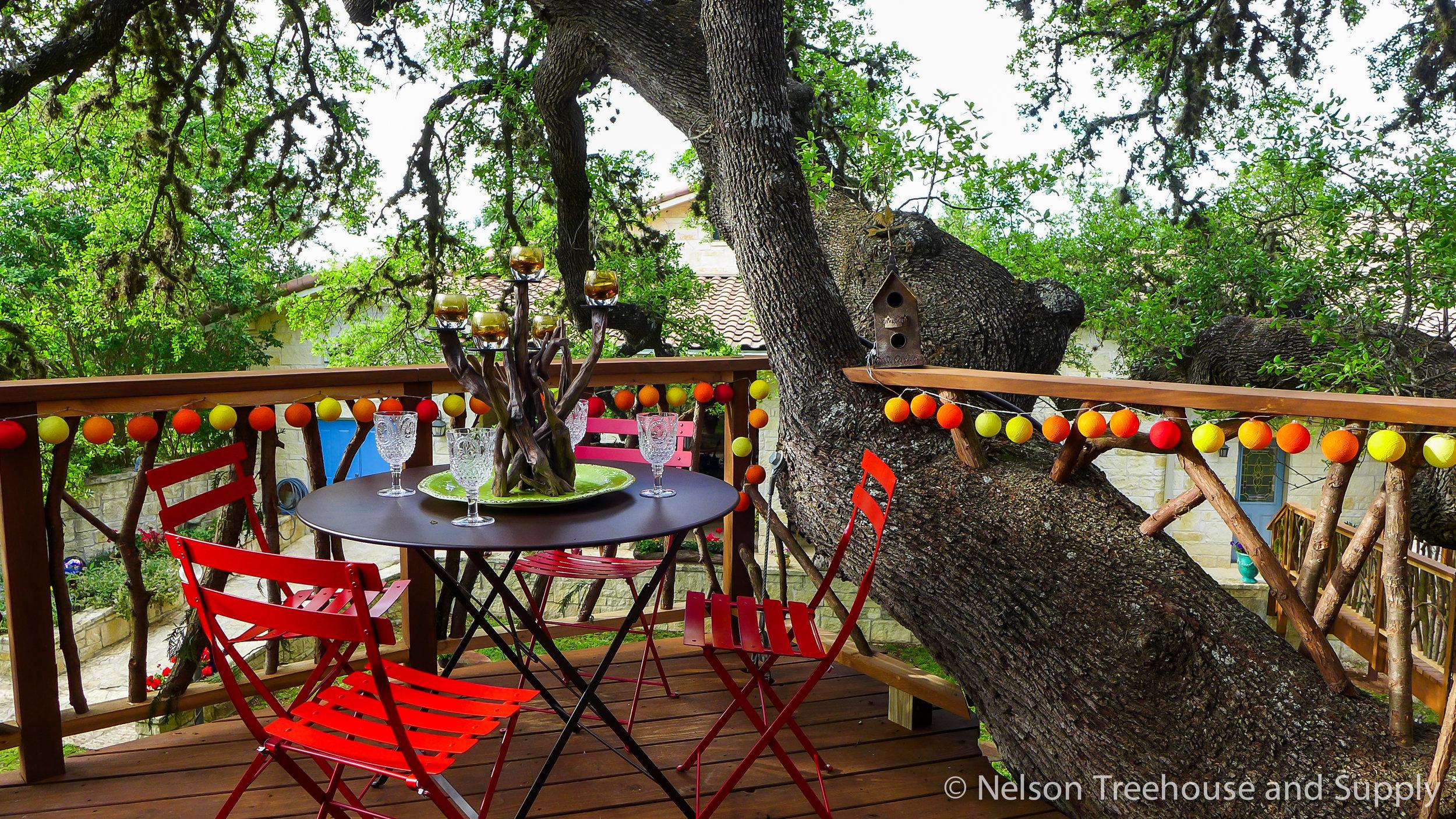 laurel-restaurant-treehouse-deck-railing