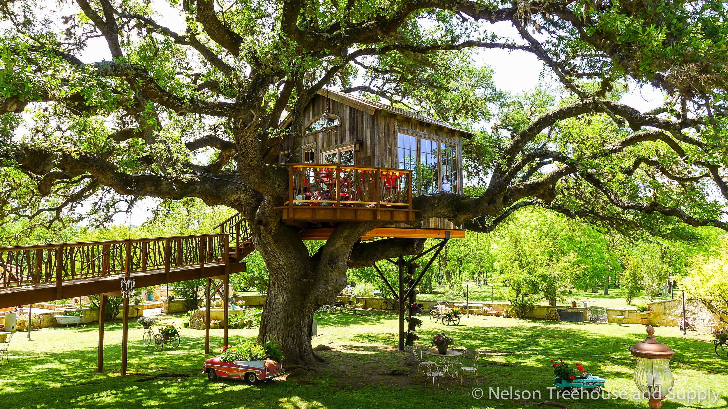 laurel-restaurant-treehouse-exterior-5