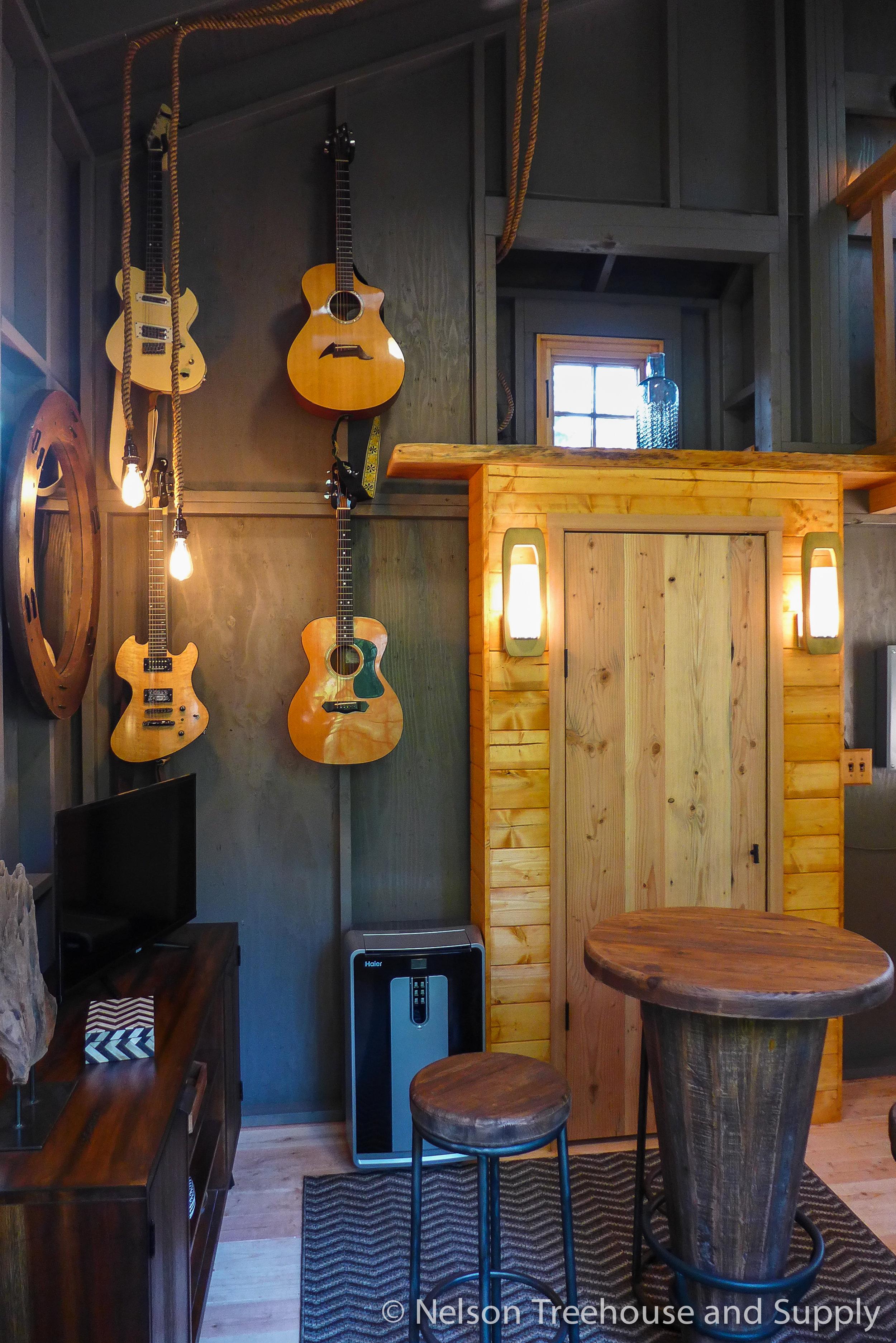 charlies_treehouse_guitar