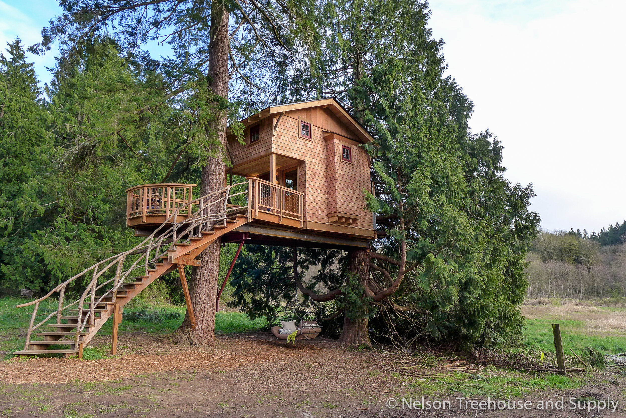 charlies_treehouse_exterior_2