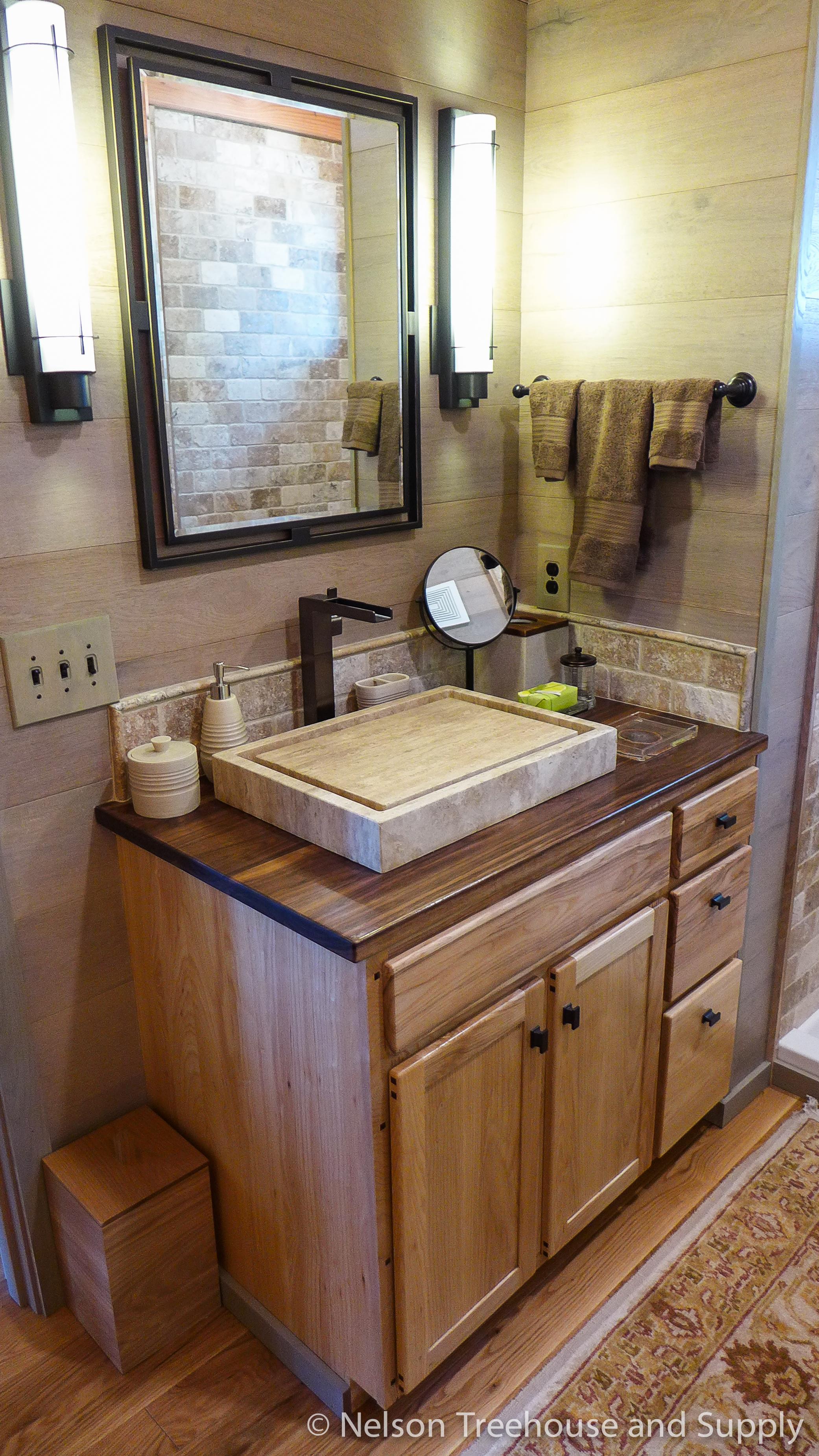 frank_lloyd_wright_treehouse_bathroom