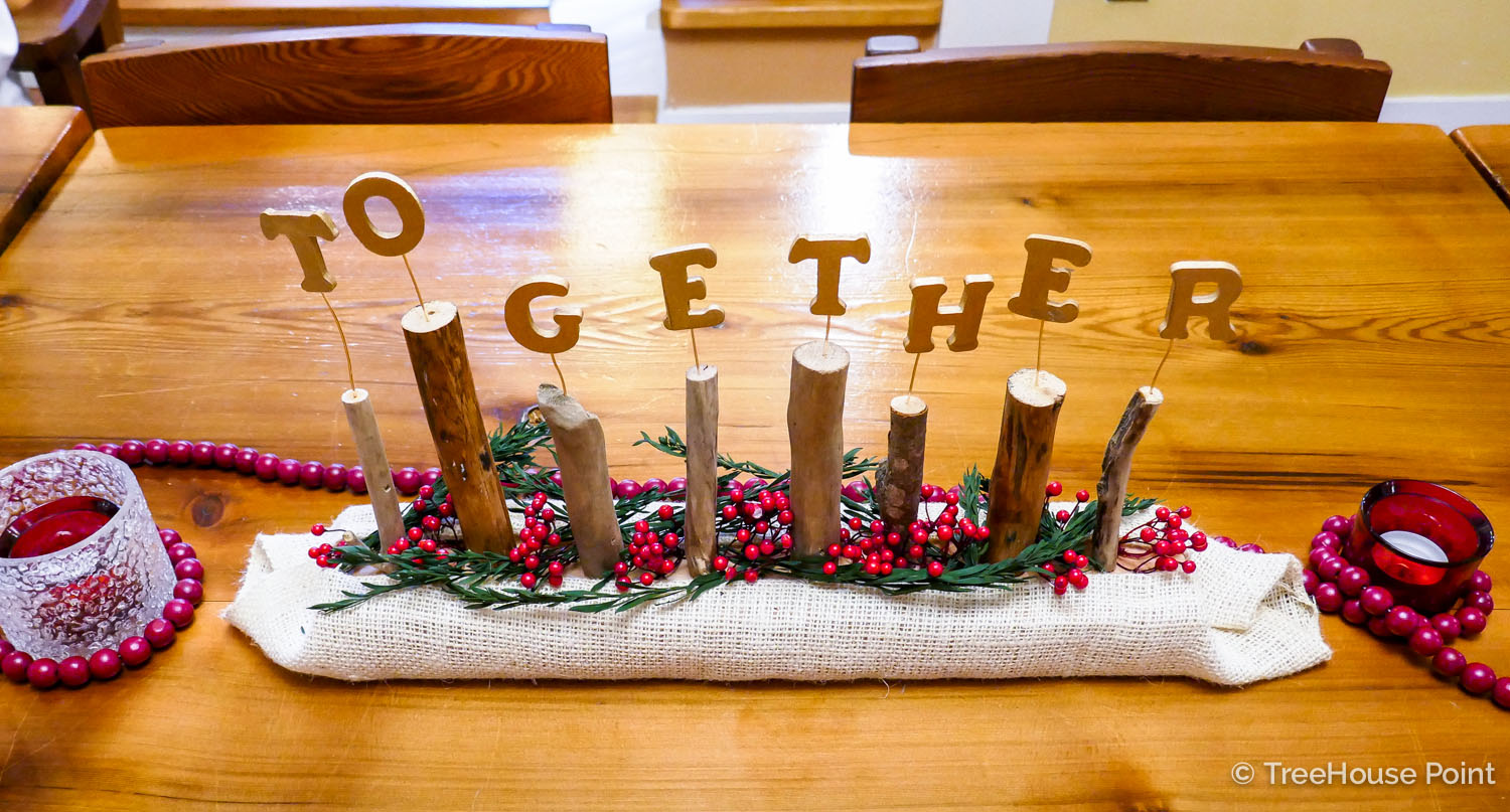 Rheanna's wordy centerpieces celebrate the best elements of the holiday season.