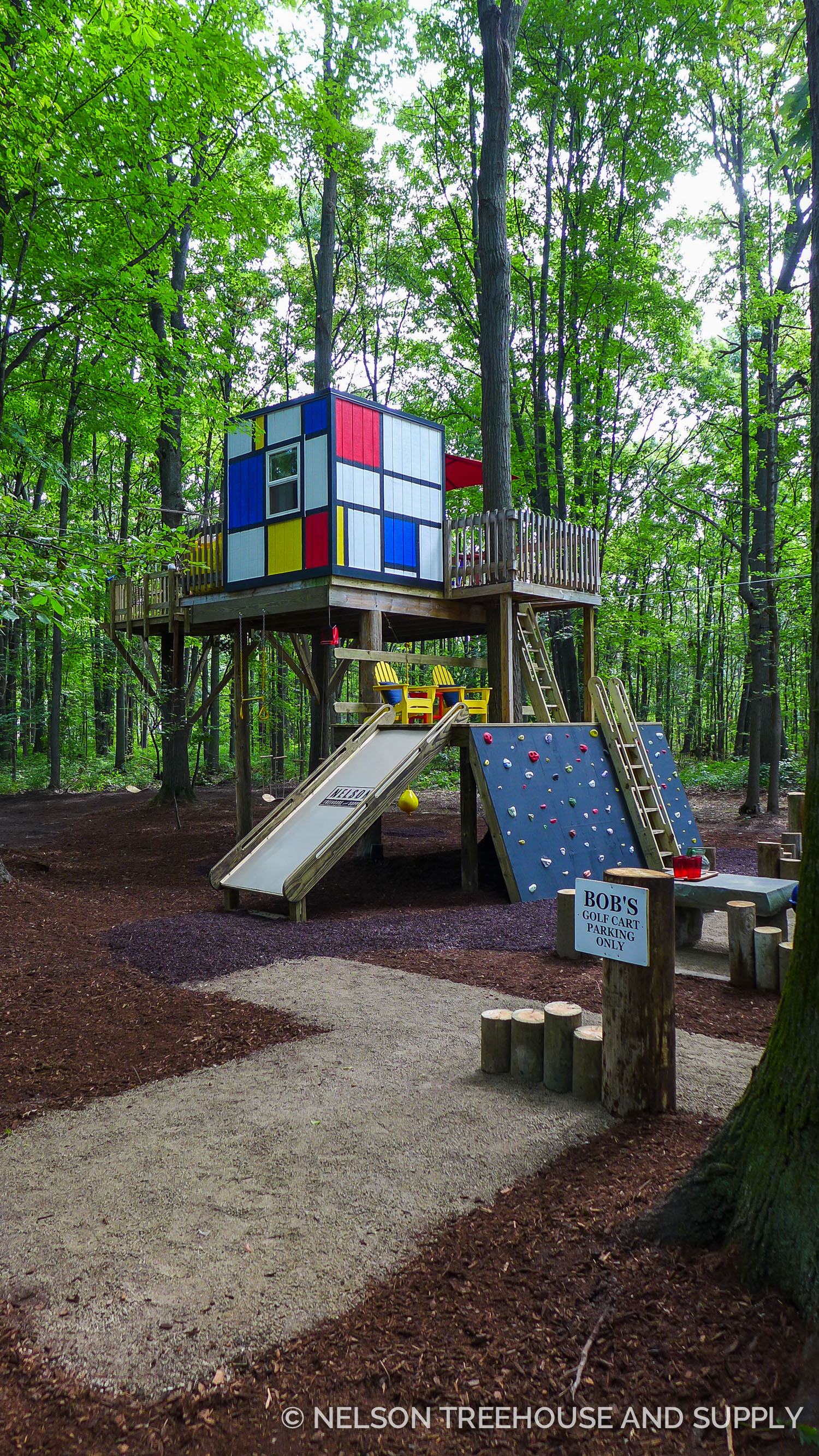 These bright, cheery colors announce that this treehouse is a fun place to be!