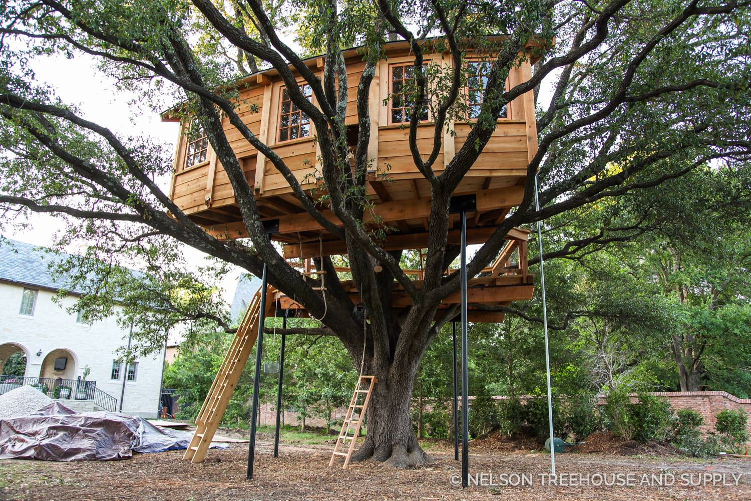 The NT&S crew built this treehouse organically, without prefabrication in the shop.