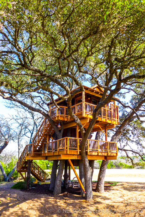 HILL COUNTRY HIDEOUT     CLICK FOR PHOTO TOUR >>     Location:  Texas  Year Built:  2017  Square Feet:  297  Elevation:  Platform 1: 12 ft | Platform 2: 21 ft Combination tree- and steel-supported  Seasonality:  All-season