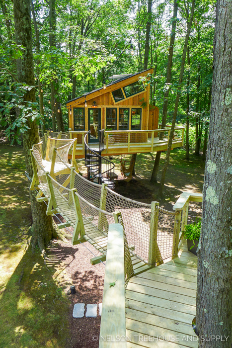 GRACE VANDERWAAL'S TREEHOUSE     CLICK FOR PHOTO TOUR >>     Location:  New York  Year Built:  2017  Square Feet:  350  Elevation:  Pod 1: 10 ft | Pod 2: 12 ft Combination tree- and steel-supported  Seasonality:  Three-season
