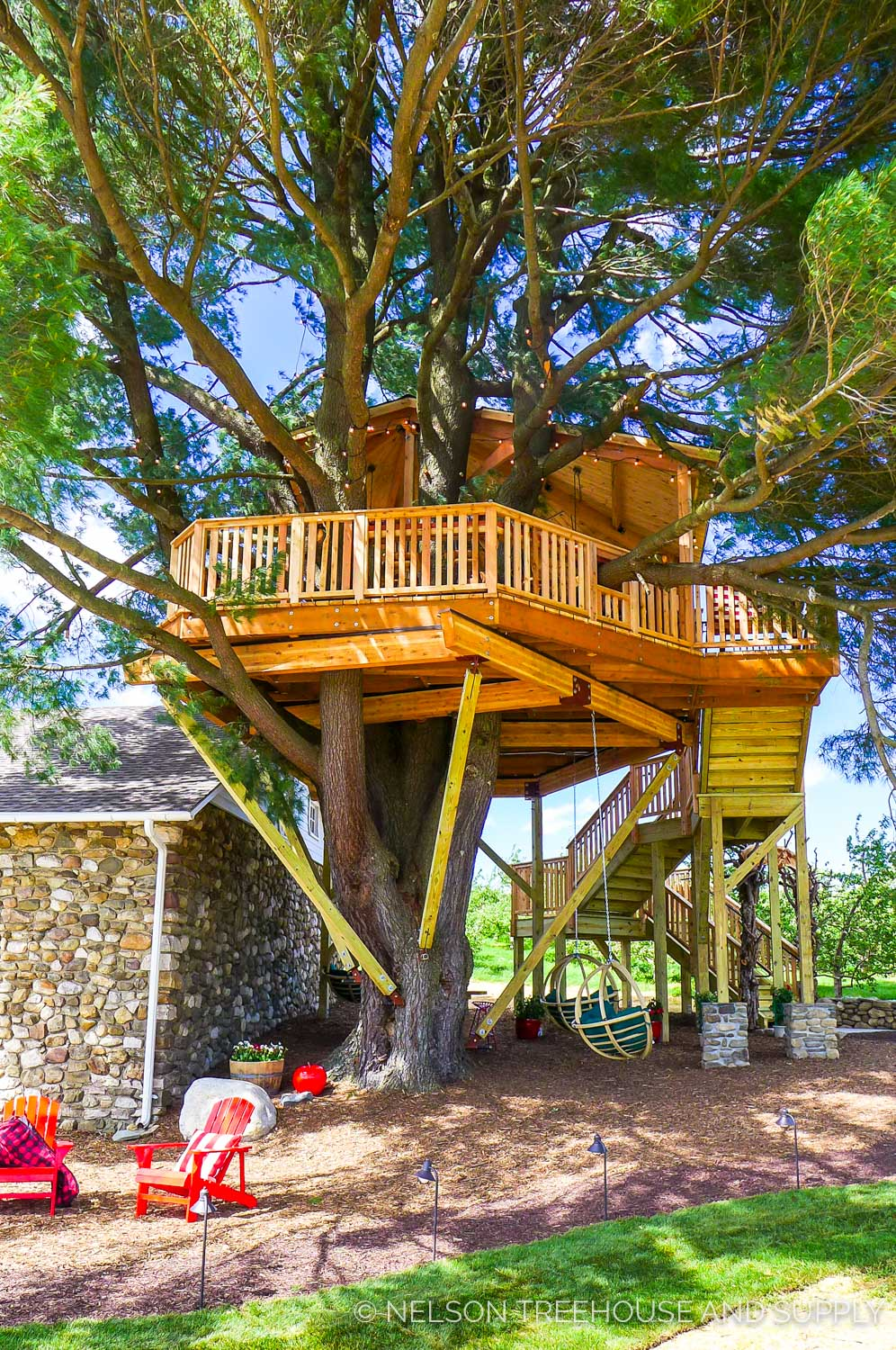 ANGRY ORCHARD TASTING ROOM TREEHOUSE     CLICK FOR PHOTO TOUR >>     Location:  Angry Orchard, New York  Year Built:  2016  Square Feet:    Elevation:   Combination tree- and wood post-supported  Seasonality:  Three-season