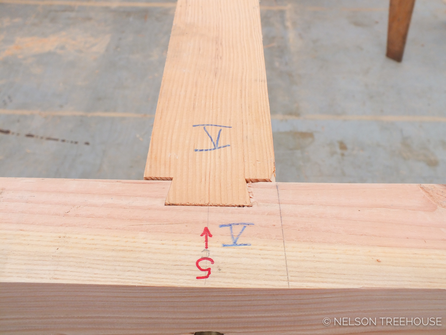 DOVETAIL JOINT IN TREEHOUSE LOFT PLATFORM