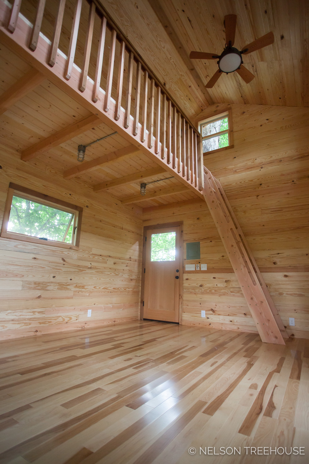 TenNessee Riverbank Treehouse Interior