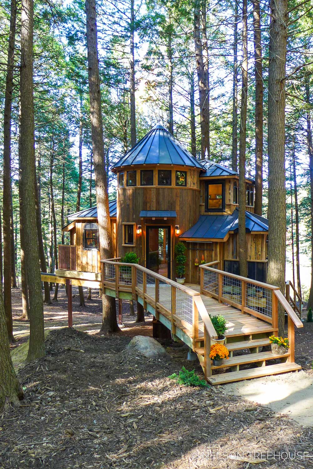 MAGICAL MAINE GETAWAY     CLICK FOR PHOTO TOUR >>     Location:  Maine  Year Built:  2017  Square Feet:  600  Elevation:  15 ft Combination tree- and steel-supported  Seasonality:  All-season