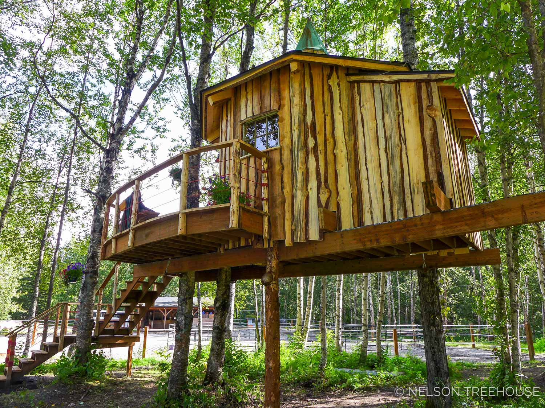 Alaskan Sauna Hut rough sawn siding - Nelson Treehouse