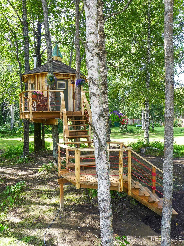 Alaskan Sauna Hut staircase - Nelson Treehouse