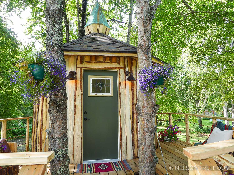 Alaskan Sauna Hut Front door - Nelson Treehouse
