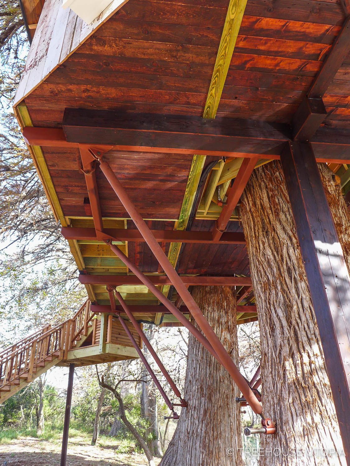 Platform of Chapelle at Treehouse Utopia, a Texas Hill Country Retreat. Photo by Nelson Treehouse.