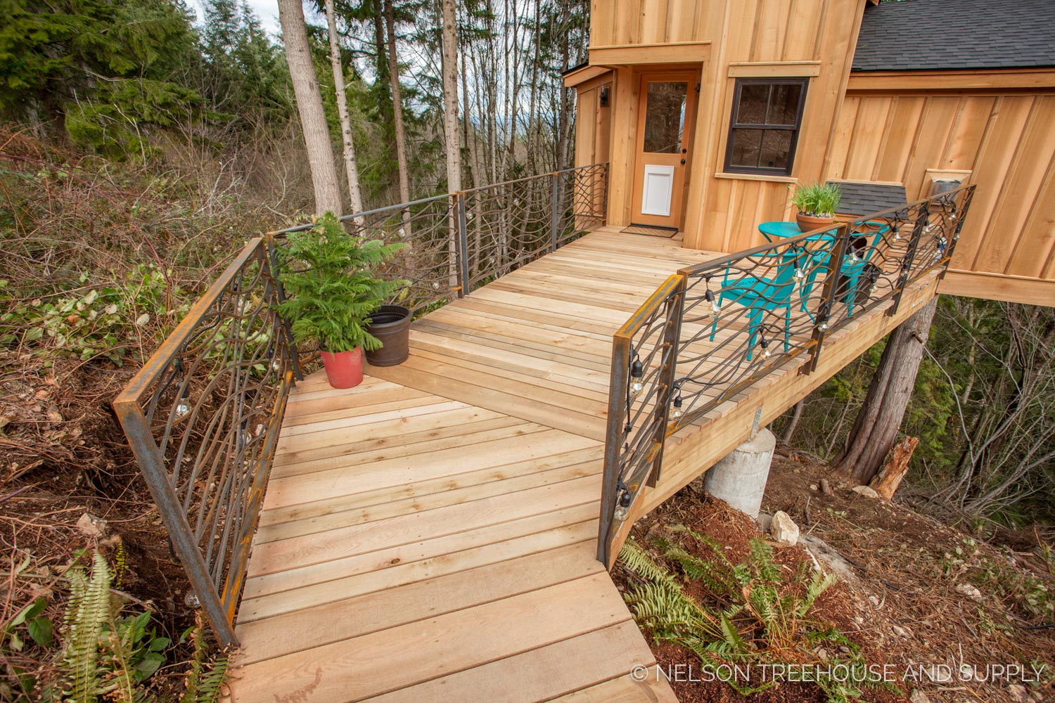 Walkway To the  Bulldog Bungalow - nelson Treehouse