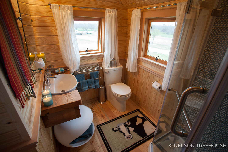 Nelson Treehouse - Twenty-Ton Texas Treehouse bathroom